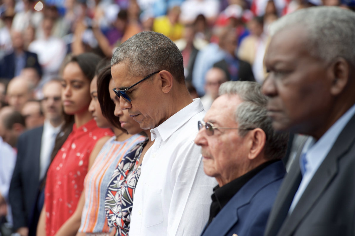 President_Obama,_the_First_Lady,_and_Cuban_President_Castro_Observe_Moment_of_Silence_in_Respect_to_Victims_of_Terrorist_Attack_on_Brussels_(25903928701)